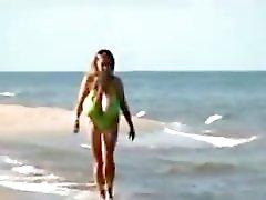 Grandes tewtazas en bikini