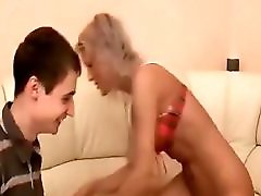 MILF getting Fisted