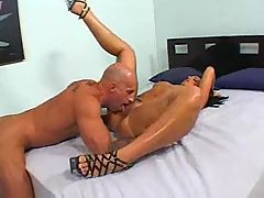 Round ass bitchs' pussy pounded
