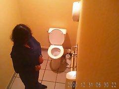 Beurette mature toilets