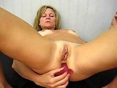 Amateur Milf masturbate till orgasm Camaster