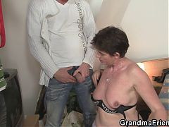 Photosession with old mature leads to 3some