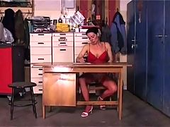 Mature aranka gets her pussy stretched