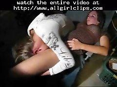 Une fille bouree se met a bouffer la chatte de sa copin