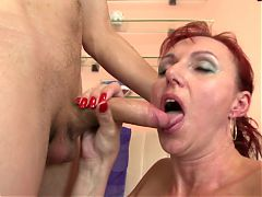 Sexy natural mature mom suck and fuck young boy