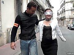 Bukkake Pour Une Chienne En Collants Tenue En Laisse