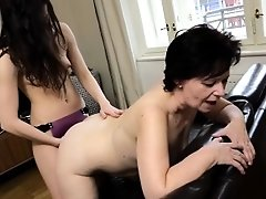 Oldnanny Plump Mature And Pretty Teen Is Playing With S