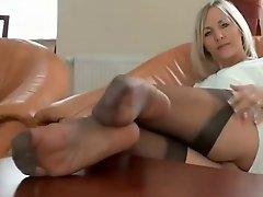 SENSUAL LADY'S NYLON LEGS N' FEET