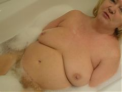 Goldenpussy Nice hot Bath