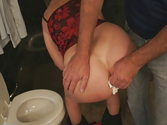 Randy mommy gives her big bubble butt to a young stud craving