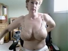 White milf enjoys enormous pure bbc